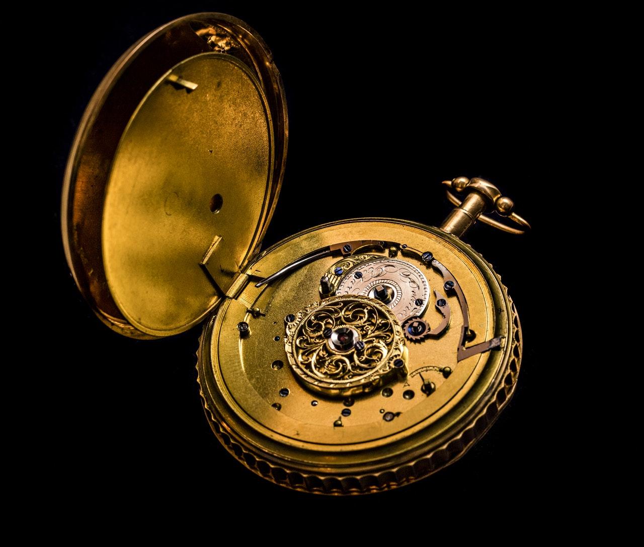 Konserwacja zegarków mechanicznych Adriatica – jak się za to zabrać?